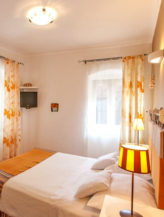 Brown room in Vanjaka bnb